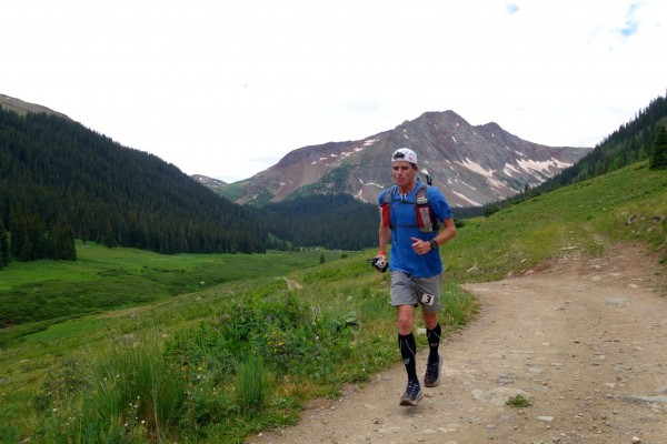 After the first two passes, approaching the KT aid station. (Irunfar.com Photo)